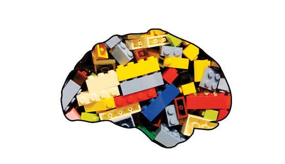 Silueta de un cerebro rellena con piezas de Lego
